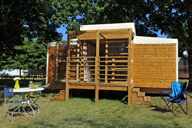 Wooden hut 4 peoples