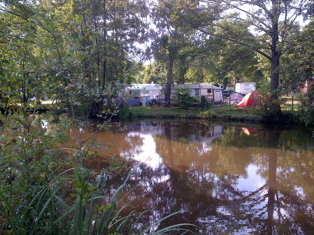 Bord d'étang camping pas cher